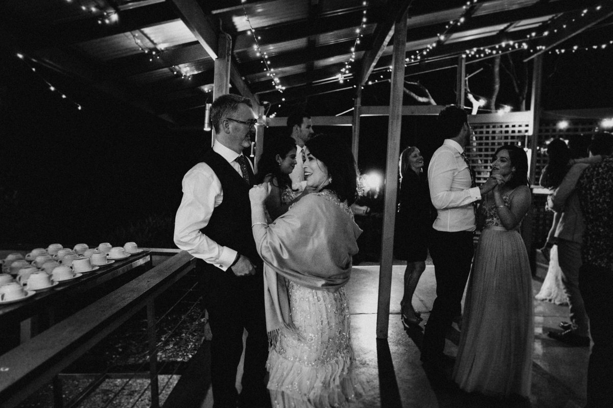the rocks yandina wedding photos valerie tony